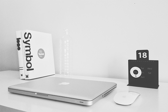 black-and-white-apple-desk-macbook-pro